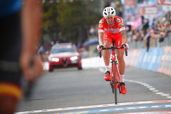 Mattia Cattaneo all'arrivo della 18esima tappa, a Prato Nevoso, dove ha lottato fino all'ultimo aggiudicandosi il terzo posto.